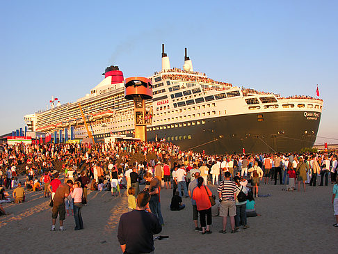 Queen Mary 2 - Volksfest Foto